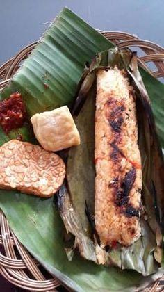 Nasi Bakar Cakalang Pedas Nasi Kerabu, Nasi Bakar, Rice Recipes, Cooking Recipes, Healthy Recipes, Indonesian Cuisine, Malaysian Food, Poker Online, Catering