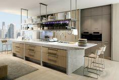 Die Kochinsel der Lignum Küche besteht aus weißem Marmor