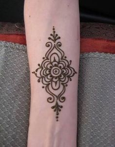 Amazing Advice For Getting Rid Of Cellulite and Henna Tattoo… – Henna Tattoos Mehendi Mehndi Design Ideas and Tips Henna Mehndi, Henna Ink, Henna Body Art, Mehendi, Mehndi Dress, Arabic Mehndi, Simple Henna Tattoo, Henna Tattoo Hand, Easy Henna