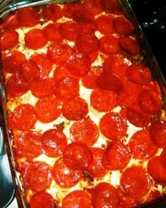 How to Make Pizza Casserole - Ground chuck recipes - Pepperoni Pizza Casserole Recipe, Pizza Pasta Bake, Casserole Recipes, Farmers Casserole, Pepperoni Recipes, Beef Casserole, Pizza Recipes, My Recipes, Dinner Recipes