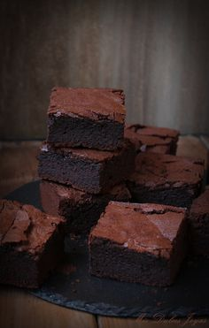 Brownies in Spanish.need translation! Bean Brownies, Chocolate Brownies, Chocolate Desserts, Boxed Brownies, Cake Brownies, Mini Brownies, Chewy Brownies, Blondie Brownies, Caramel Brownies