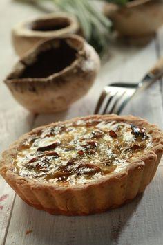 Leek and mushroom tart Pizza Tarts, Mushroom Tart, Starters, Quiche, Recipies, Stuffed Mushrooms, Muffin, Brunch, Food And Drink