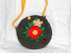 bolsa de crochê com flores de tecido
