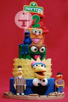 and cakes and cupcakes! Check out these adorable Sesame Street cake designs to find inspiration for your next sunny day creation. Crazy Cakes, Fancy Cakes, Cute Cakes, Sesame Street Birthday Cakes, Sesame Street Cake, Cake Paris, Elmo Cake, Gateaux Cake, Elmo Birthday