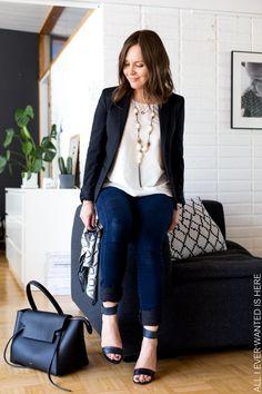 tummanisiniset farkut ja musta bleiseri t-paita toimistotyöasu mitä päälle töihin Celine belt bag