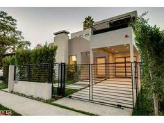 Horizontal Metal Fence Design Idea - Home Decor Interior Front Gates, Front Yard Fence, Entrance Gates, Tor Design, Fence Design, House Design, Modern Driveway, Modern Fence, Sliding Gate