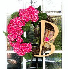 Monogram wreath with geraniums. Pink wreath for Spring. Spring wreath ideas for front door. Door wreath ideas and DIY. Pink Wreath, Hydrangea Wreath, Pink Hydrangea, Floral Wreath, Initial Door Wreaths, Monogram Wreath, Monogram Letters, Burlap Ribbon, Wreath Ideas