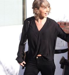 I love this hair style, she looks so gorgeous !! @taylor_swift you will forever be my always ! X