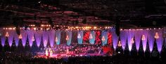 uma experiencia atmosférica maravilhosa no concerto Proms. Concerts, Night Lamps, Transitional Chandeliers, Wedding Decoration, Events