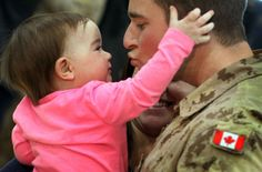 This picture shows a canadian soldiers reunited with his kid after the war of afghanistan Junxian Zhou Pictures Of Soldiers, Canadian Soldiers, Imagine John Lennon, Remembrance Day, Afghanistan, Picture Show, Find Image, Children, Kids