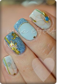 #nail #nails #nailart I don't know if this is my style but it's very pretty. Maybe for the Christmas party :)