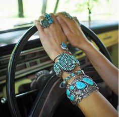 Jewelry Turquoise This look is my goal! Can never have enough turquoise! Mode Hippie, Hippie Boho, Hippie Style, My Style, Coachella, Vetement Hippie Chic, Turquesa Coral, Bijou Box, Bracelet Turquoise