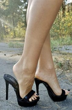 Open Toe High Heels, Platform High Heels, Black High Heels, Feet Soles, Women's Feet, Mules Shoes, Heeled Mules, Sexy Legs And Heels, Gorgeous Feet