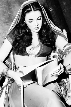 ak/m: the intersexion of the Madonna and Moses  \><\  Gene Tierney on the set of Sundown, 1941