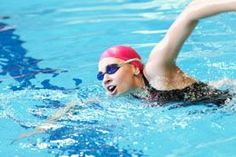 Swimming is one of, if not the, best total-body workouts you can try. Not only is it great as a low impact exercise for people with arthritis and joint pain, swimming is a great aerobic exercise. Swimming Benefits, Swimming Tips, Swimming Fitness, Triathlon Swimming, Swimmers Diet, Arthritis, Swim Mom, Bad Knees, Best Cardio Workout