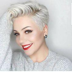 Snow white! Ga ook voor een spierwitte haarkleur in een kortgeknipte coupe! - Kapsels voor haar