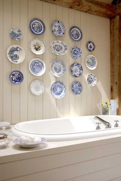 Love this plate display above a soaking tub. Great use of invisible plate hangers.