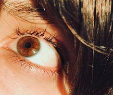 Image of: ojos color sol - vsco ivatalie girl brown eyes gold in sunlight.