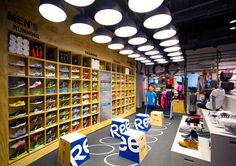 Reebok CrossFit HUB store open in NYC. Ooohh looks as tempting as the adidas store in Wellington Design Shop, Store Design, Gym Design, Studio Design, Sportswear Store, Design Commercial, Crossfit Gym, Reebok Crossfit, Sports Shops