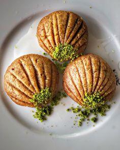Görüntünün olası içeriği: yiyecek Turkish Recipes, Ethnic Recipes, Turkish Delight, Iftar, Baked Potato, Deserts, Potatoes, Cookies, Baking