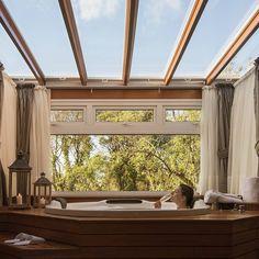 Ah os domingos no @hotelvalledincanto em #Gramado #RS nada mais delicioso do que ficar desfrutando de momentos inesquecíveis nesta #banheira. Que venha a segunda feira já estamos com as energias renovadas para encarar a nova semana!!! . . . . . . . .  #hotelvalledincanto #valledincanto #hotelboutique #hoteldecharme #gramadocity #gramadoexpress #GramadoRS  #gramadoblog #gramadoecanela #gramadorscantoseencantos #dicasdegramado #riograndedosul #riograndedosuloficial  #natalluz #natalluzgramado…