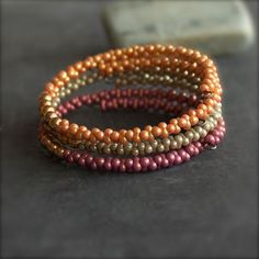 Materials: japanese glass peanut seed beads, memory wire, brass beads