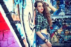 Graffiti Photography, Model Poses Photography, Outdoor Photography, Street Photography, Creative Photoshop, Cute Poses, Senior Girls, Models, Photo Poses