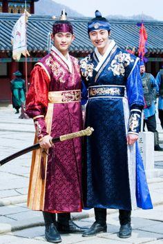 Kim Soo Hyun & Jun Il Woo in the Moon Embracing the Sun! Korean Star, Korean Men, Korean Actors, Korean Girl, Korean Hanbok, Korean Dress, Korean Outfits, Korean Traditional Dress, Traditional Fashion