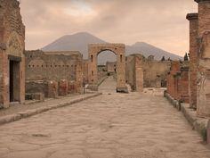 Neapel, die Ruinen von Pompeji und der Vesus