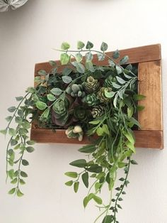 100均フェイクグリーンを使ったDIY術!お手入れ不要の植物でおしゃれインテリアを作ろう♪ | folk Plant Wall Decor, Apartment Plants, Green Wall Art, Hand Bouquet, Interior Garden, Cactus Y Suculentas, Plant Holders, Hanging Plants, Green Flowers