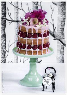wonderland cake with tonka bean cream and raspberries