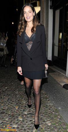 Black Pantyhose, Black Tights, Ana Ivanovic, Leg Pictures, Celebs, Celebrities, Black Stockings, Great Legs, Sport Girl