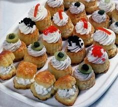 Discover recipes, home ideas, style inspiration and other ideas to try. Chef Recipes, Appetizer Recipes, Appetizers, Cooking Recipes, Petifores Recipe, Icing Recipe, Halloween Petit Fours, Petit Fours Recipe Easy, Bien Tasty