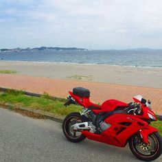 【hituji222】さんのInstagramをピンしています。 《#honda#cbr1000rr#motorcycle#motorbike#bike#biker #bikelife #ridergirl #rider #bj_mycar#visit_motorcycle #world_bestvehicle #lucky_transports #instamotogallery #バイク#バイクのある風景#オートバイ#写真好きな人と繋がりたい #海#カコソラ  おはようございます☀😃》