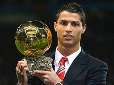 KALEIDOSKOP 2014 : 13 JANUARI 2014, , Christiano Ronaldo dianugerahi penghargaan FIFA Ballon d'Or atau Golden Ball sebagai pemain terbaik sepanjang tahun 2013.