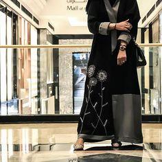 #FastRepost from @the.queen.of.oman by @fastrepost_app وإني أحبك بغير انتهاء #subhanabayas #fashionblog #lifestyleblog #beautyblog #dubaiblogger #blogger #fashion #shoot #fashiondesigner #mydubai #dubaifashion #dubaidesigner #dresses #capes #uae #dubai #abudhabi #sharjah #ksa #kuwait #bahrain #oman #instafashion #dxb #abaya #abayas #abayablogger #абая