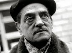 """Luis Buñuel falleció en Ciudad de México el día 29 de julio de 1983 de madrugada, a causa de una insuficiencia cardíaca, hepática y renal provocada por un cáncer. Sus últimas palabras fueron para su mujer Jeanne: """"Ahora sí que muero"""". Ese mismo año había sido nombrado doctor honoris causa por la Universidad de Zaragoza. Se mantuvo fiel a su ideología hasta el final: no hubo ninguna ceremonia de despedida.."""