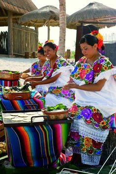 Las damas de México en la región de Yucatán son inspiración para algunas de mis textiles