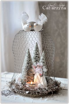 wow chicken wire looks so cool Shabby Chic Christmas, Silver Christmas, Victorian Christmas, Christmas Angels, Christmas Art, Christmas Projects, Vintage Christmas, Christmas Holidays, Christmas Ornaments