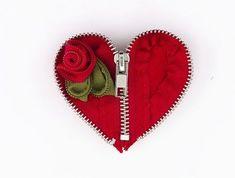 DIY Broche de corazón con flor y cremallera