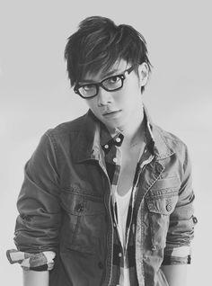 Narimiya Hiroki (成宮 寛貴) I want to photograph this man so much! Nom!