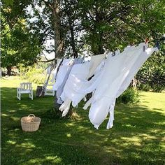 Clothes hung to dry in the fresh air. Country Farm, Country Life, Country Girls, Country Living, Country Roads, Esprit Country, Orquideas Cymbidium, Vie Simple, Potager Bio