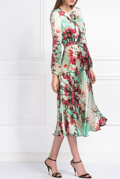 – The Floral Prints Ready-to-Wear Collection– Length 118 cm / Low side split– Long sleeves Printed Silk, Silk Satin, Silk Dress, Cherry Blossom, Floral Prints, Street Style, Couture, Long Sleeve, Skirts