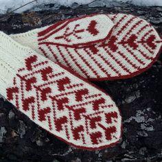 Photo Fair Isle Knitting, Knitting Socks, Hand Knitting, Knitting Patterns, Crochet Mittens, Knit Crochet, Textiles, Mitten Gloves, Hand Warmers