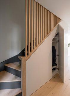 Staircase Design Modern, Small Staircase, Staircase Storage, Modern Small House Design, Home Stairs Design, Modern Stairs, Stair Paneling, Timber Stair, Tiny Loft
