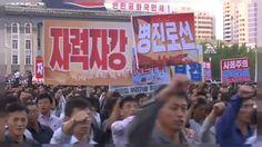 """Sono scesi in piazza elevando il pugno chiuso al cielo, oltre 100.000 nordcoreani, per manifestare contro gli Stati Uniti d'America. Il popolo fedele a Kim Jong-un, ha risposto così alle continue """"provocazioni Yankee"""", andando per le strade di Pyongyang.   #corea del nord #nordcoreani in piazza #proteste #proteste contro Trump #Pyongyang #Usa"""