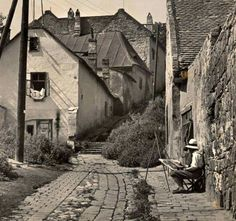 A Tabán években. Old Pictures, Old Photos, Vintage Photos, Thomas Kinkade, History Photos, Budapest Hungary, Eastern Europe, Historical Photos, Travel Posters
