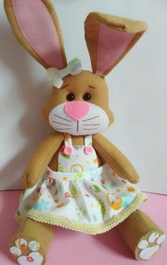 Felt Bunny - Template and Video Free Class! Felt Bunny, Bunny Toys, Easter Bunny, Felt Crafts, Easter Crafts, Diy And Crafts, Sewing Crafts, Sewing Projects, Craft Projects