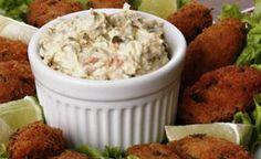 O molho tártaro é muito usado como acompanhamentos de lanches e batata fritas, mas também pode acompanhar receita de peixes, carnes e frangos. Seu ingrediente principal é a maionese. É uma receita de molho fácil de fazer e deliciosa. Veja também Receita de molho par