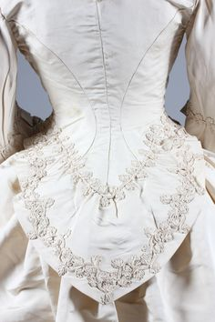 """Detail of an ivory silk faille bridal gown 1871 From Kerry Taylor Auctions: """"The bodice and waistband of skirt applied with 'Grand Magasins de la Paix' stamped labels, the bodice with bell-shaped sleeves, jacket-like bodice with curved basque,. 1870s Fashion, Victorian Fashion, Vintage Fashion, Antique Clothing, Historical Clothing, Vintage Dresses, Vintage Outfits, Period Outfit, Looks Vintage"""